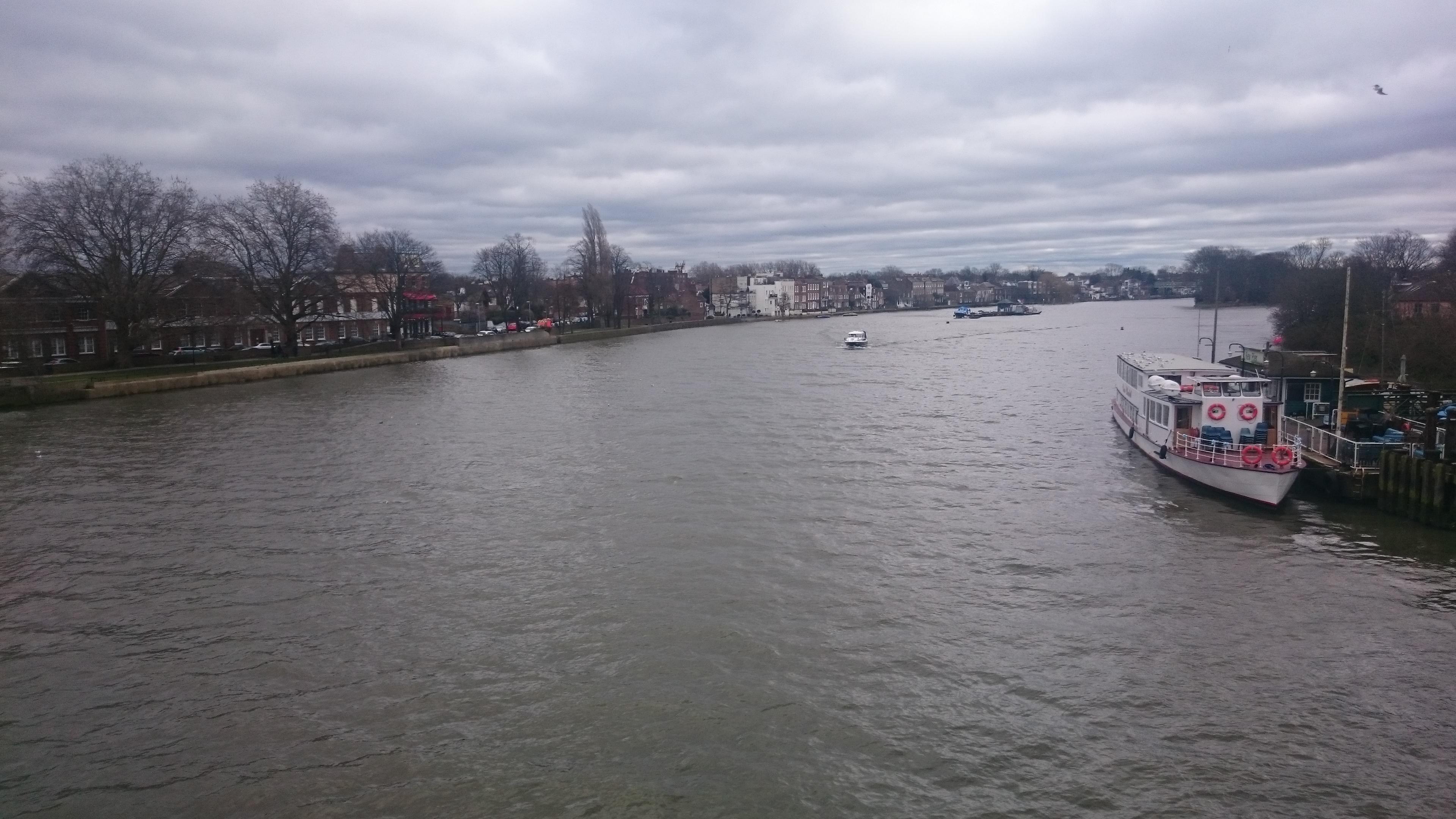 ハーフターム最終日は、川沿いぶ...