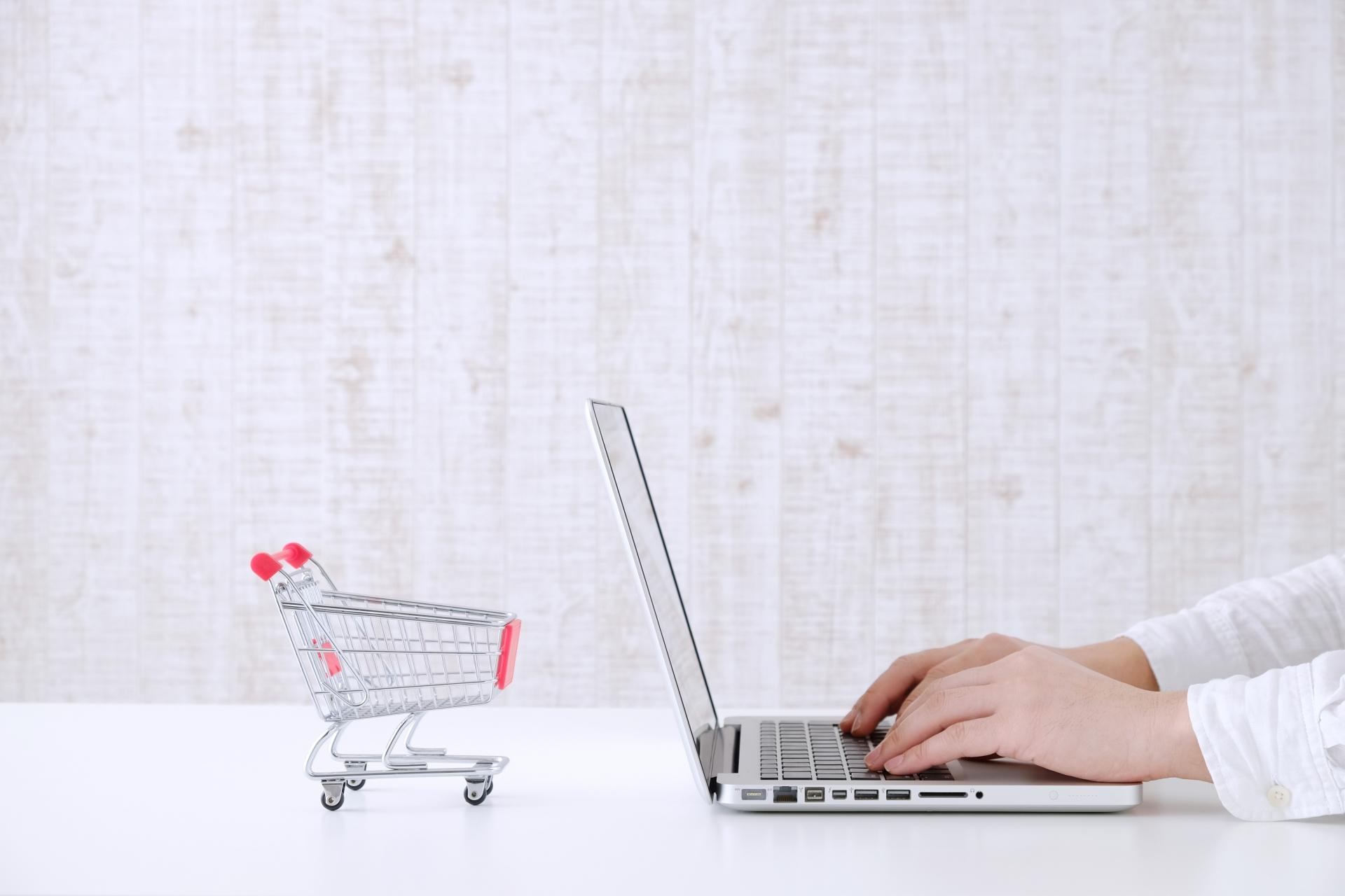 ショッピングカードとパソコン